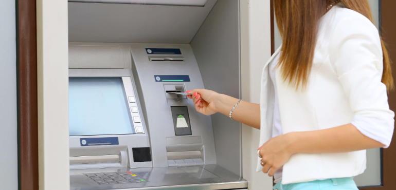 На каких условиях снимаются деньги с кредитки внутри партнёрской сети?